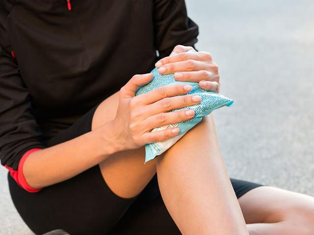 Отек под коленом с внутренней стороны без боли: диета, народные средства, питание, польза