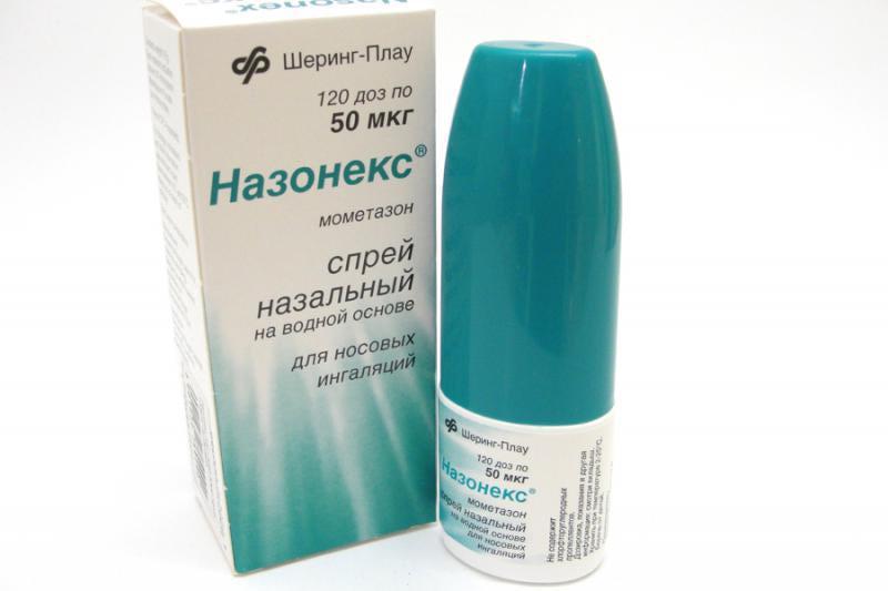 Спрей содержит кортикостероид для местного применения, предупреждает аллергический отек носоглотки